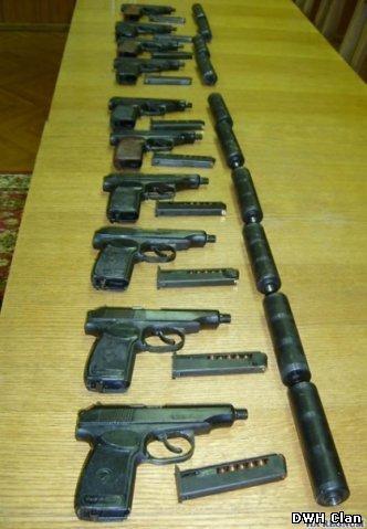 Оружие находится также в архивах cs enemy